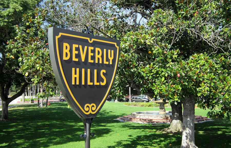 Get around in style with a Sixt car rental in Beverly Hills.