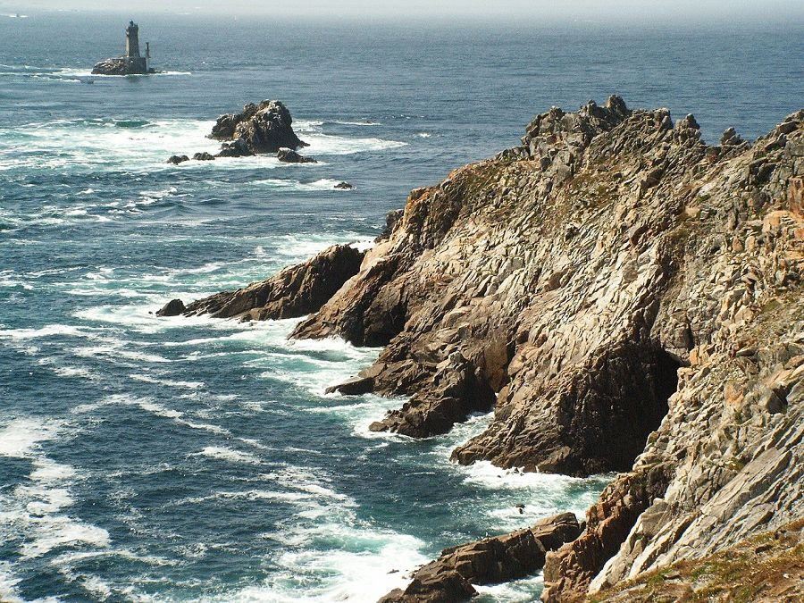 Explore the coast of Brittany with Sixt rent a car.