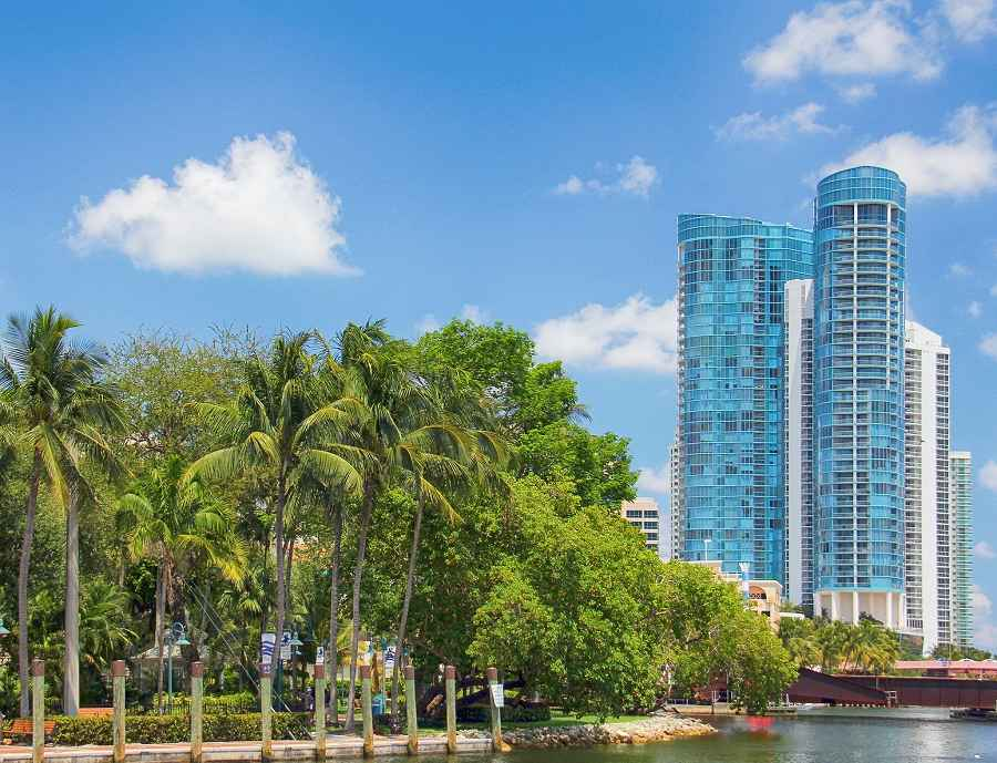 See more in Fort Lauderdale and rent a car with Sixt.