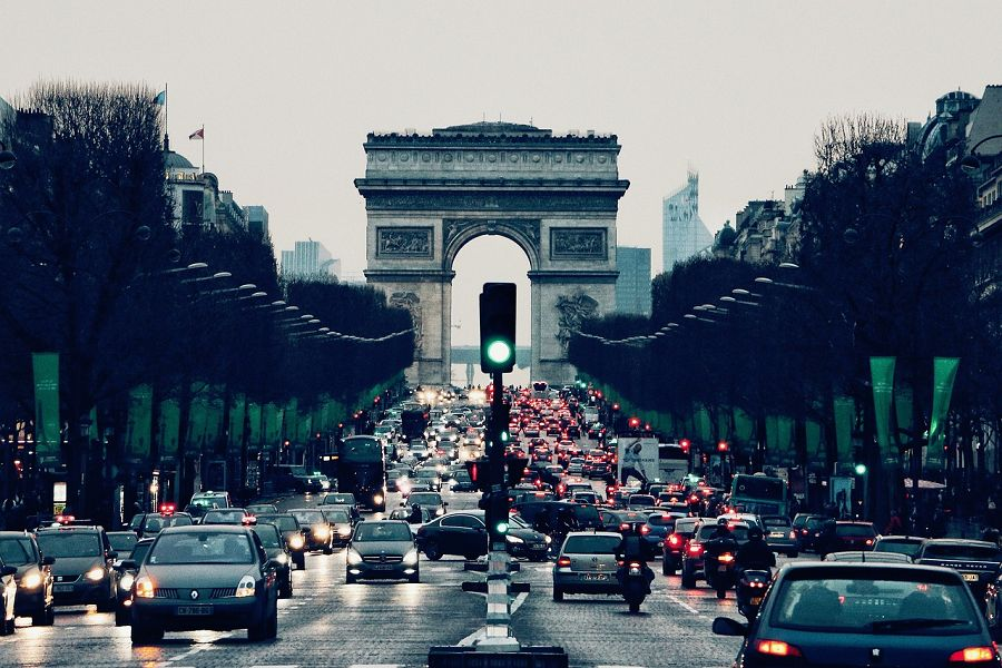 Explore the streets of Paris with Sixt rent a car in Ile de France.