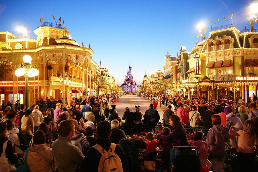 Drive to Disneyland Paris with your Sixt car rental in Ile de France.
