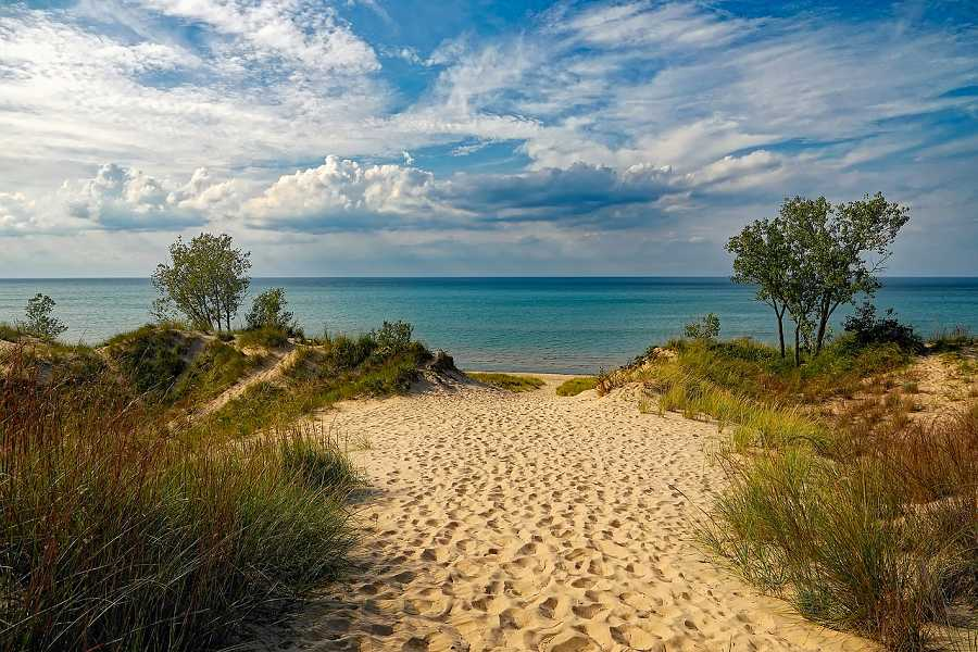 Visit the Indiana Dunes with your car rental in Indianapolis with Sixt.