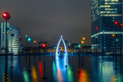 l'esplanade de la Défense illuminée