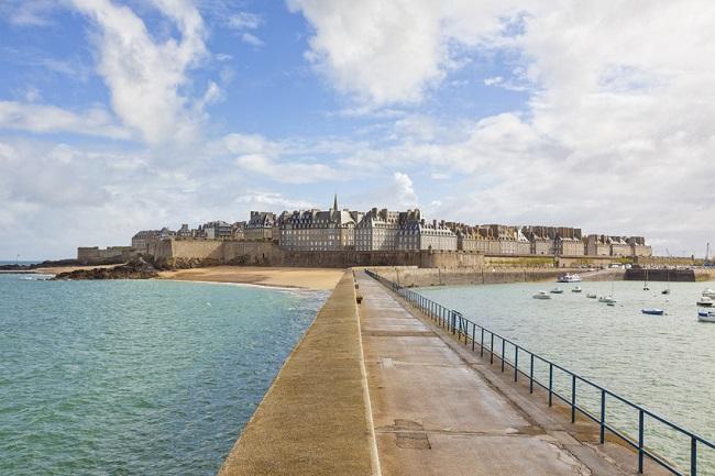 Saint-Malo vu depuis la mer