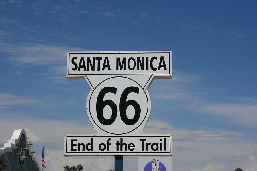 Drive Route 66 with a car rental in Santa Monica from Sixt.