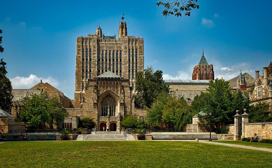 See Yale University with a car rental in West Haven with Sixt